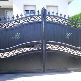 Portal de aluminio modelo Bulnes